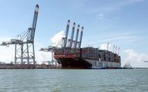 """Tàu container siêu lớn vào cảng Cái Mép """"ăn"""" hàng"""