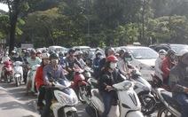 Phân luồng giao thông ở Lăng Cha Cả: người đi đường lúng túng