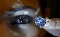 """Kim cương """"mặt trăng xanh"""" giá48,5 triệu USD"""