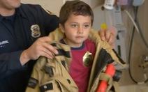 Cậu bé người Mỹ 5 tuổi cứu bà thoát chết cháy