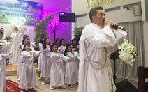 Xem clip Đàm Vĩnh Hưng hát tại nhà thờ