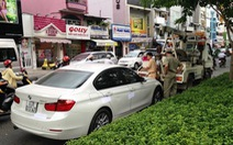 Video: Lái xe BMW tông đổ xe đặc chủng bị cảnh sát khống chế