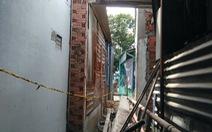 Máng xối bê tông đổ sập đè hai thợ xây
