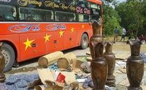 Xe khách chở cả tấn gỗ quý lọt qua chục trạm kiểm soát