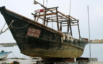 """""""Tàu ma"""" chứa đầy xác chết trôi dạt bờ biển Nhật Bản"""