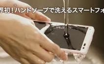 """Điện thoại """"rửa được"""" giá 4 triệu đồng sắp sửa ra mắt"""