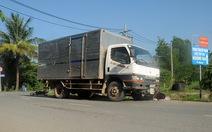 Xe tải tông xe máy, một người chết