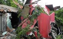 Xe container tông sập nhà, đè chết 2 người đang ngủ
