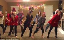 Điệu nhảy Giáng sinh vui vẻ thu hút cư dân mạng