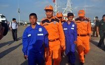 Nhảy khỏi tàu cá, hai ngư dân VN được tàu nước ngoài cứu