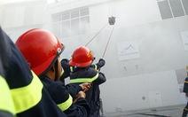 1.200 người diễn tập chữa cháy tại Aeon Mall Bình Dương