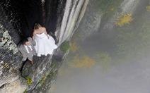 Nghẹt thở với ảnh cưới chụp trên vách đá