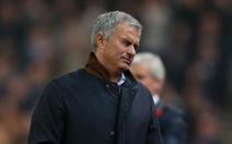 """Mourinho """"bị làm thịt như gà tây Giáng sinh"""""""