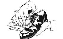"""Chàng trai đánh giày """"Ghét ẩu"""""""
