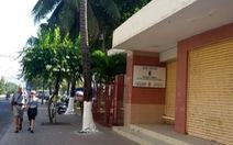 Dỡ cửa hàng mỹ nghệ trên bãi biển Nha Trang để làm công viên