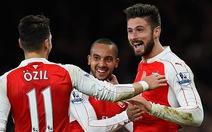 Walcott và Giroud ghi bàn, Arsenal hạ gục Manchester City