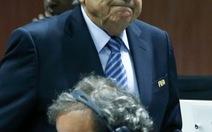 Ông Blatter và Platini tiêu tan sự nghiệp