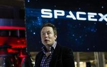"""Tỉ phú Elon Musk dám mơ giấc mơ """"điên rồ""""Falcon 9"""