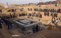 Trung Quốc khai quật mộ cổ, tìm được số tiền vàng kỷ lục