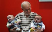Người đàn ông 60 năm hiến máu hiếm cứu hàng triệu trẻ em