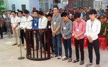 Xông vào Ủy ban phường chém người, 10 bị cáo lãnh án