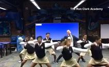 Clip thầy giáo nhảy rap cùng học sinh vui nhộn