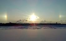 """Video: dân St Petersburg choáng váng khi thấy""""3 mặt trời cùng mọc"""""""