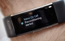 Điều khiển ô tô bằng giọng nói với vòng tay Microsoft Band 2