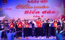 Nghệ sĩ cùng chiến sĩ hát vang trong Mùa xuân biển đảo