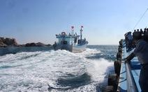 Ninh Thuận xuất bến đôi tàu vỏ composite đánh bắt xa bờ