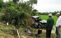 Tàu hỏa tông ôtô, hai người chết tại chỗ