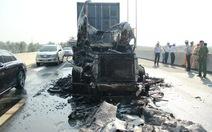 Tài xế thoát thân trước khi lửa thiêu rụi đầu xe container