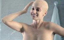 Penelope Cruz cạo trọc đầu, khỏa thân trong phim về ung thư