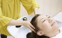 Để tóc ướt đi ngủ, thiếu nữ Trung Quốc bị méo mặt