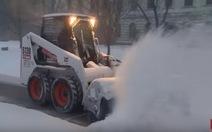 Video, ảnh tuyết phủ trắng bờ Đông Mỹ, 8 người chết