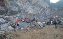 Sập mỏ đá 8 người chết, người thân hết hi vọng