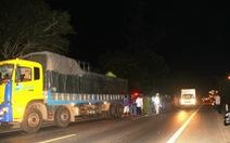 Tông vào đuôi xe tải, vợ chồng trẻ tử nạn