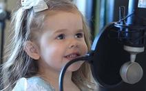 Xem clip cô bé 3 tuổi hát nhạc kịch Nàng tiên cá