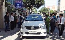Tài xế taxi tử vong trên chiếc xe khóa kín