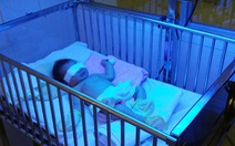 Bé sơ sinh bị mẹ cắn đứt rời đốt ngón tay cho dễ nuôi?