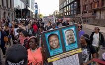 Sáu cảnh sát Mỹ bắn 137 viên đạn vào xe người da đen bị đuổi việc