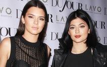 Chị em nhà Jenner trình làng thương hiệu thời trang bình dân