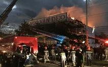 Cháy ở Đà Nẵng, điều hàng chục xe cứu hỏa và xe thang dập lửa