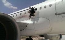 Máy bay Somalia nổ tung một lỗ lớn phải hạ cánh khẩn