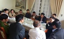 Nhiều người đến chia sẻ với gia đình doanh nhân Hà Linh
