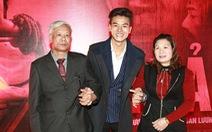 Tết hạnh phúc:Diễn viên Hiếu Nguyễn chở cả nhà du xuân