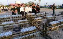 Chủ tịch UBND TP.HCM thăm pháo thủ bắn pháo hoa tầm cao