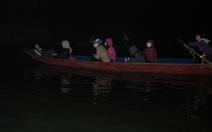 Du khách đi khai hội chùa Hương từ lúc nửa đêm