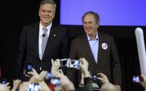 Cựu tổng thống Bush tái xuất, vận động cho em trai