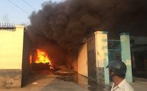Cháy rụi 3 kho chứa hàng ở TP. Rạch Giá, Kiên Giang